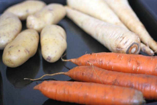 l gumes racines r tis au four carotte pomme de terre et panais. Black Bedroom Furniture Sets. Home Design Ideas