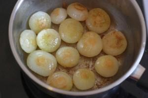 Oignons glacés à brun