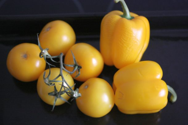 Cuisiner les légumes : poivron jaune et tomate jaune