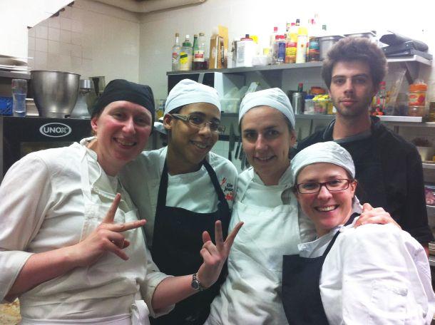 l'équipe de cuisine du soir au grand complet !