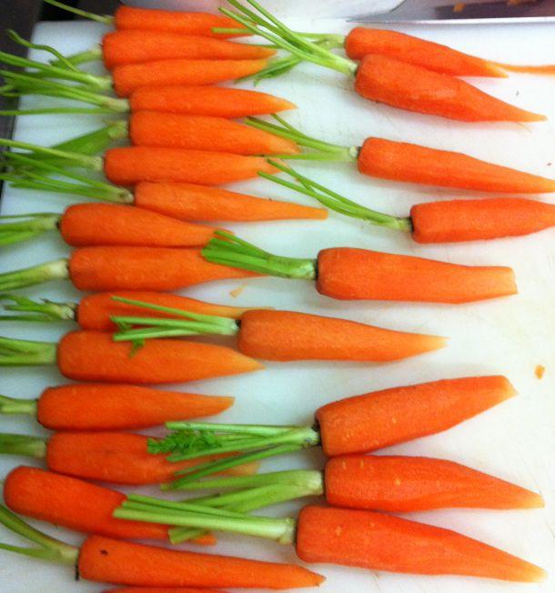 50 carottes fanes à éplucher et calibrer