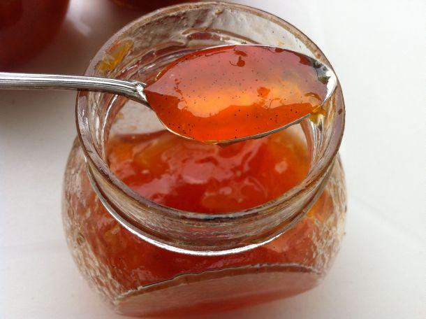 Cuillère confiture abricot nectarine cerise