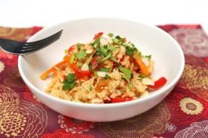 Riz sauté au saumon, poivron et carotte cuisiné
